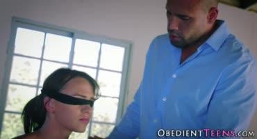 Вор привязал мадам к стулу и жестко трахнул , такого покушения она не забудет.
