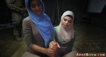 Арабские сучки против воли Аллаха сосут большой член