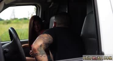 Парень подвез сексуальную девушку и изнасиловал в машине