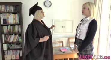 У репетитора свой подход у учебе и сексапильная блонда в этом убедилась