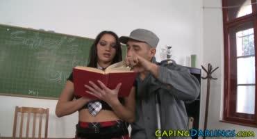 Учитель хорошенько наказал в попку малышку после занятий