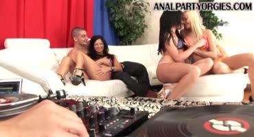 Сексуальная вечеринка с любителями анального секса.