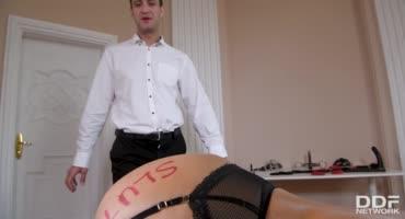 Сексуальная проститутка дала в анал