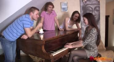 Вечеринка русских студентов закончилась хорошим сексом