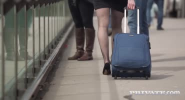 Иностранка благодарит мужчину сексом по-русски