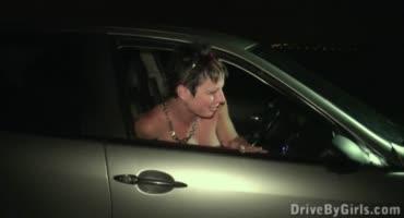 Насыщенный дрочкой оральный мжм через окно автомобиля