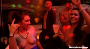 Грязная секс вечеринка в ночном клубе с развратными девками