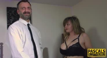 Мужик в рубашке любит жёсткое порно и трахает свою пышную подругу