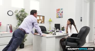 Секс с коллегой мулаточкой