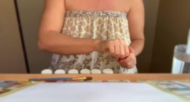 Зрелая дама с большими дойками удовлетворяет себя с творческим подходом