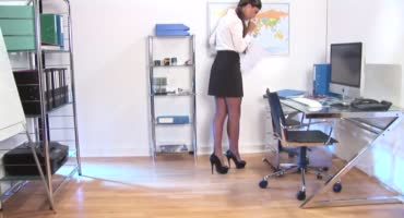Приехал в офис чтобы связать сексапильную сучку