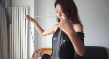 Папаша практикует уроки бондажа на своей дочке