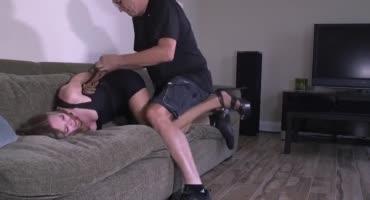 Мужик связал свою домохозяйку из за того что она плохо относиться к сыну