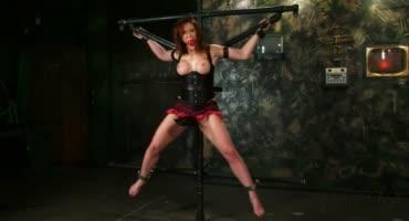 Зрелая рыжая деваха любит БДСМ и связывание