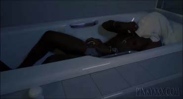 Темнокожий жеребец как следует трахнул свои черную подругу