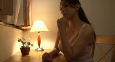 Хорошенькая японочка потрахалась со своим пасынком