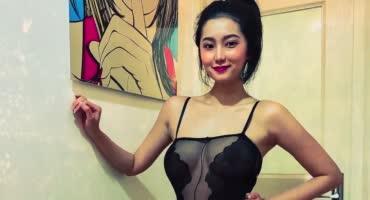 Азиаточка помастурбировала и трахнулась с парнем