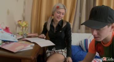 Натянул на кукан упругую попку русской студентки