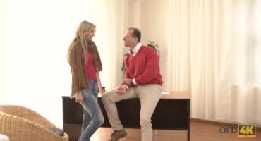 Милое общение с отчимом закончилось отличным сексом прямо на столе
