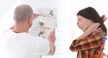 Анальный секс возбужденной брюнетки с окончанием в рот