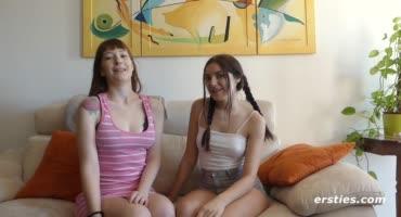 Две лесбийские красотки рассказывают о своей семейной жизне