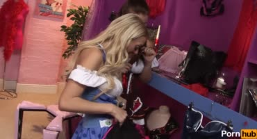 Лесбиянки с большими дойками испытали игрушки прямо в магазине для взрослых