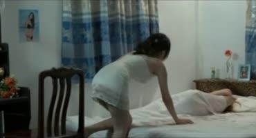 Домашняя порнушка маленьких лесбиянок на кровати