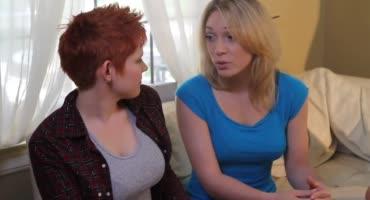 Лесбиянки трахнулись после того как их друзья ушли