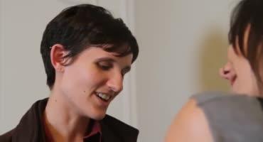 Две лесбиянки сошлись потрахаться в номере отеля