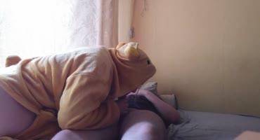 Телка разбудила парня отсосом и трахнулась