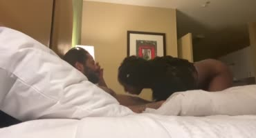 Черная курочка снимает на камеру перепихон с бойфрендом