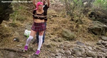 Связал испанскую студентку в лесу, чтобы порадовать друзей