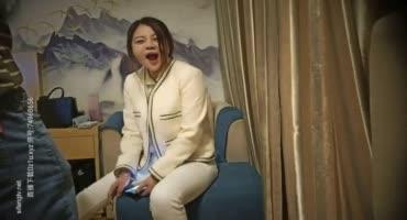 Китайская парочка пишут свое домашнее видео