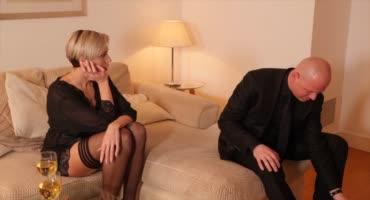 Дождалась мужа с работы и накинулась на его член