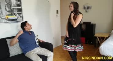 Похотливая девка соблазнила соседа индуса