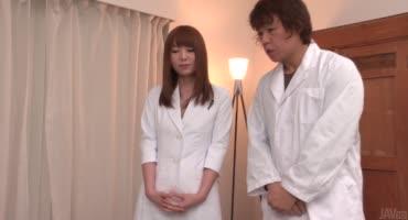 Японская медсестра делает лучше пациенту и не только ему