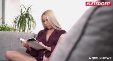 Шустрая азиатка драконит дырочки блонды в 69 позе