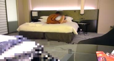 Парень воспользовался услугами шлюшки в своём номере