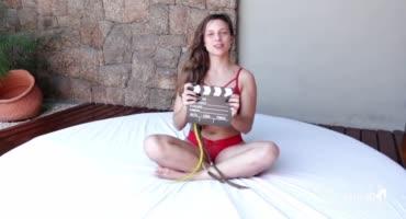 Молоденькая испаночка доводит другую испанку до оргазма