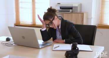 Офистные страсти с сексапильной секретаршей