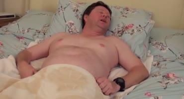 Бабульки медсестрички чпокают пациента на кровати