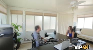 Милашка трахается с новым боссом прямо в офисе