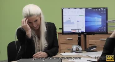 Эта блондиночка знает отличный способ чтобы попасть на работу