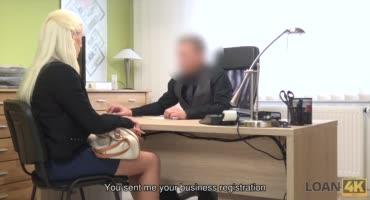 Грудастая блондинка умело трахает счастливого босса