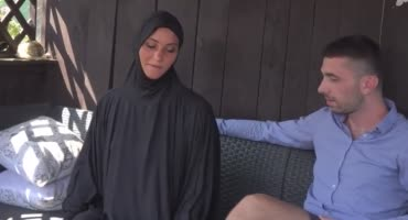 Чешская мусульманка отсосала член и раздвинула ножки