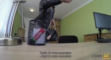Снова похотливый начальник трахает сучку в своём офисе