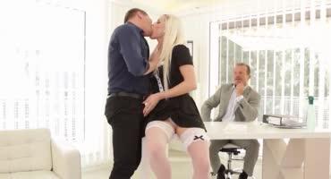 Проверка боссом новой секретарши на гибкость