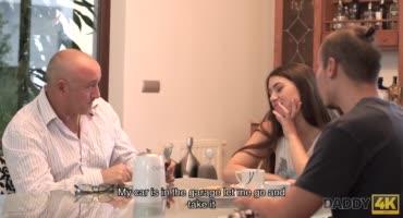 Лярва трахается с крепким папкой своего мужа