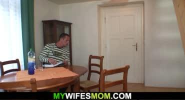 Чувак трахался с толстой мамкой и был спален