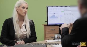 На собеседовании блондинке предложили потрахаться за деньги